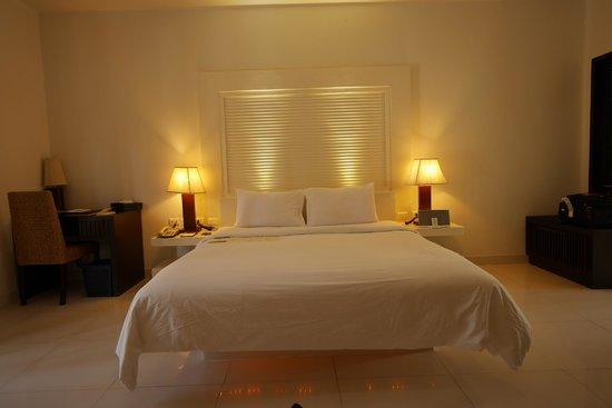 The Racha : bedroom in the deluxe villa (room 325)