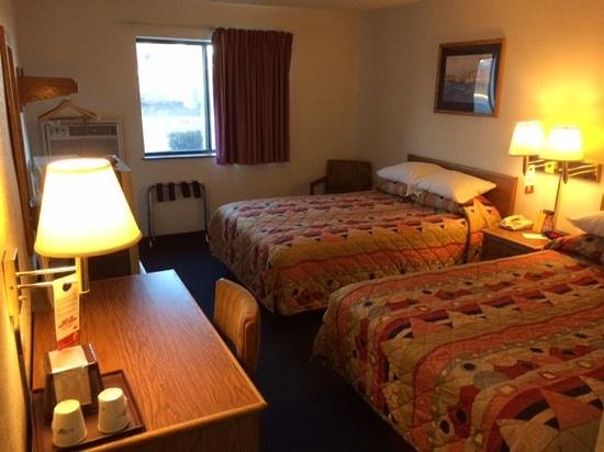 Super 8 by Wyndham Aberdeen MD: twin bed room