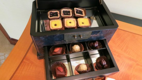 Conrad Hong Kong: Harbour Suite chocolates