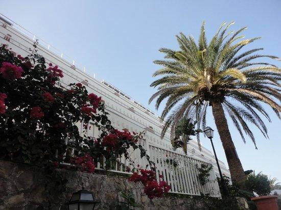 Sol Barbacan Hotel : Desde el jardín
