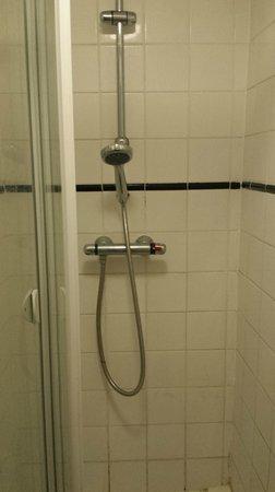 The Star Inn: shower