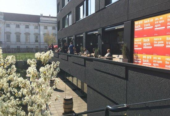 25hours Hotel beim MuseumsQuartier: Terraza del comedor