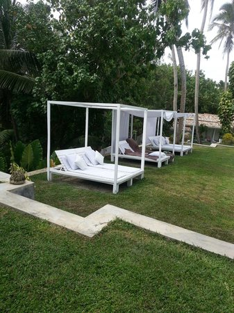 W15 Escape: Sunbed canopies