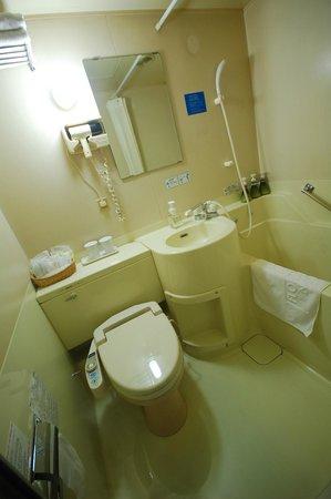 Red Roof Plus Osaka Namba : bathroom