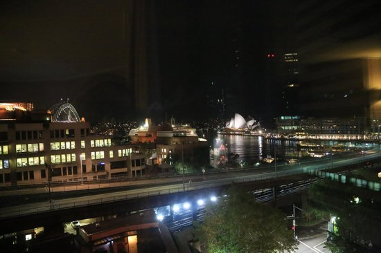 Four Seasons Hotel Sydney: ..