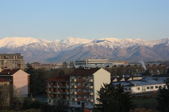 Holiday Inn Turin-Corso Francia: View of the Alps from our room.