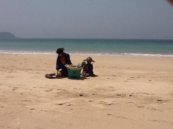 Ngapali Bay Villas & Spa : A crowded beach!