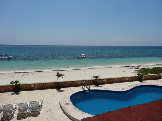 Hotel Hacienda Morelos : Vue sur la piscine et la mer (ch 202)
