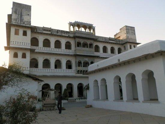 Castle Bijaipur : 2nd block rooms near pool