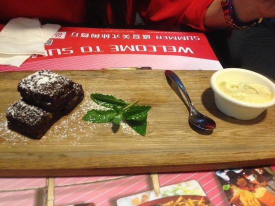 Sheng XiaMei Shi XiuXian Restaurant: The brownies are a little small, but taste great.