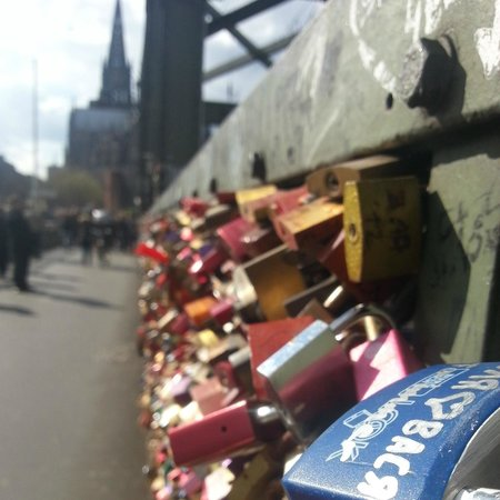 Station Hostel for Backpackers: The Love Bridge
