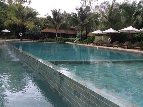 Centara Chaan Talay Resort & Villas Trat: The pool with the restaurant pavillion in the background