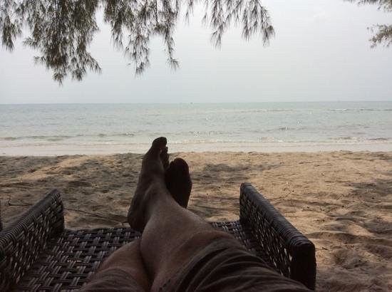 Centara Chaan Talay Resort & Villas Trat: Lazing on the beach
