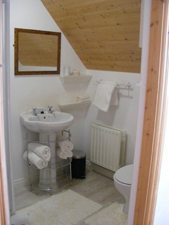 Cloch na Scith Thatched Cottage: bathroom