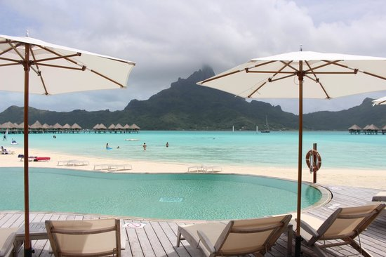 Le Meridien Bora Bora: View from the pool