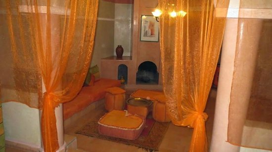 Riad Lebakoua: Large room with good bed