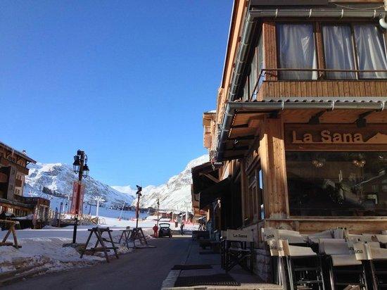 La Sana : Situé sur le front de neige / located on the snowfront