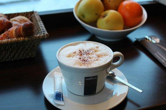 La Sana : Une large gamme de cafés, chocolats et thés / a wide range of coffees, chocolates and teas