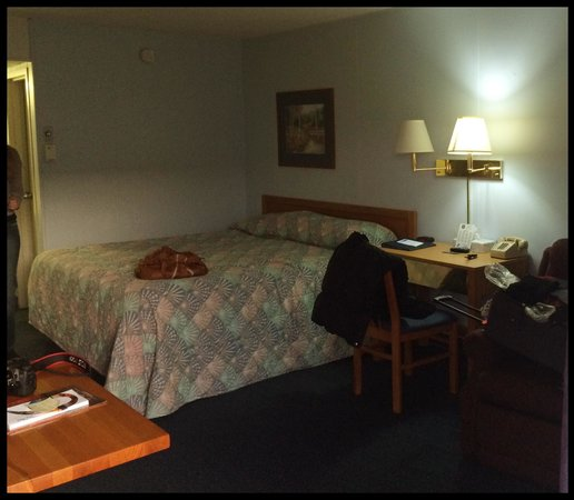 Knights Inn North Platte NE: A double, with a kingbed