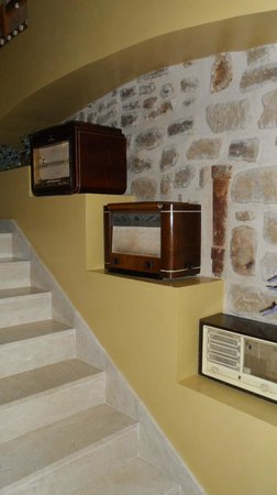 Hotel Hospederia de los Parajes : Escalera interior decorada
