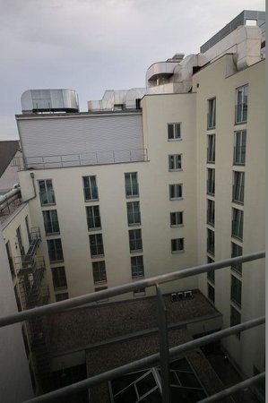 IntercityHotel Vienna: 807号室窓からの眺め