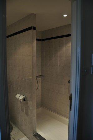 Ibis Preston North: Shower