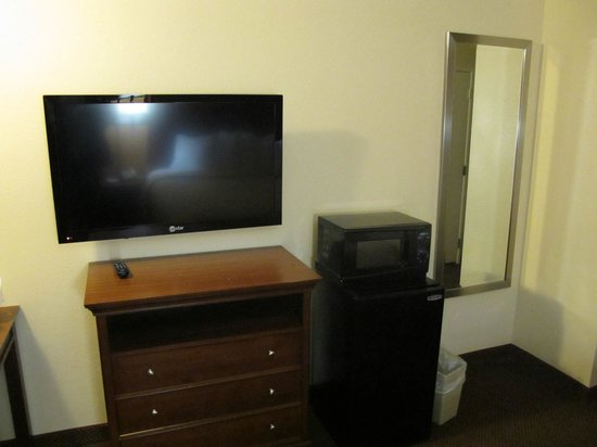 Quality Inn: Ecran plat, frigo et micro-ondes