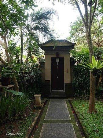 The Ubud Village Resort & Spa: お部屋(ヴィラ)の入り口