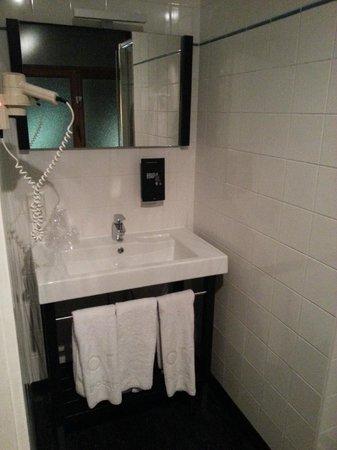 Floris Ustel Midi: The bathroom