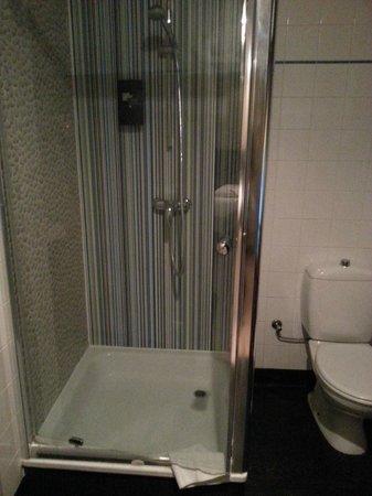 Floris Ustel Midi: The shower