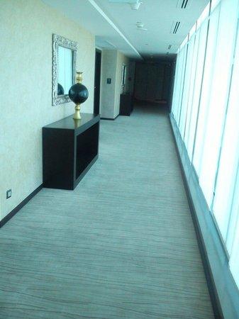 Grand Millennium Hotel Amman: Way to room