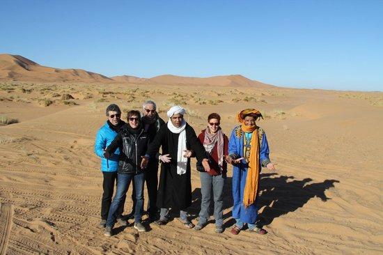 Les Cles Du Desert Luxury Bivouac : team with friends
