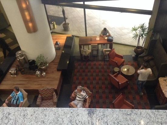 Hotel Deville Prime Porto Alegre: hall de entrada - vespera do Grenal - 1o jogo