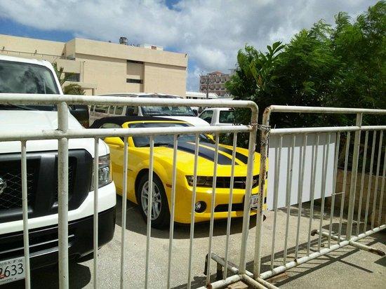 Pacific Bay Hotel: レンタカーは常駐です。
