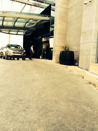 Grand Millennium Hotel Amman: Outside ( door)