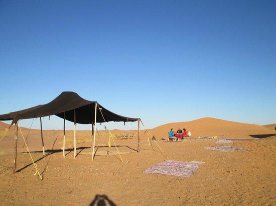 Les Cles Du Desert Luxury Bivouac : OUTSIDE BREAKFAT