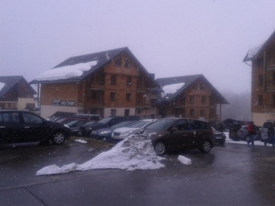 Residence Odalys L'Oree des Pistes: vue du parking