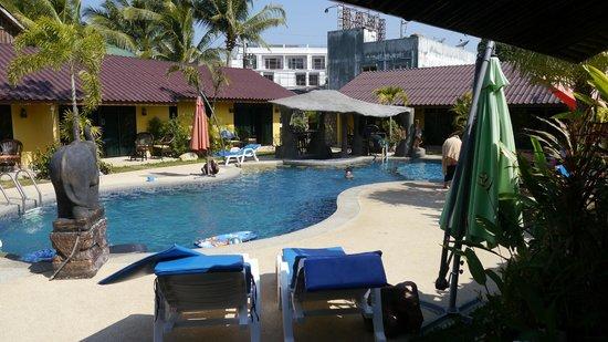 Kamala Tropical Garden Hotel: Pool vom Zimmer aus