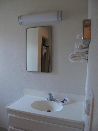 Knights Inn Palm Springs: salle de bain