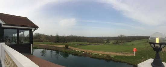 Skylark Golf and Country Club: Gorgeous sunny Mothering Sunday.