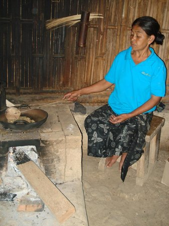 Bali Pulina Agro Tourism: Roasting the Kopi Luwak...