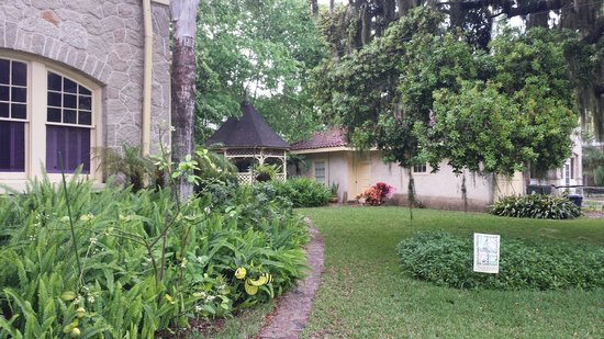 The German Berl' Inn: Gardens