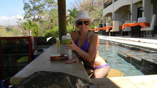 Villa Buena Onda : Our favoritte part was the swim up bar