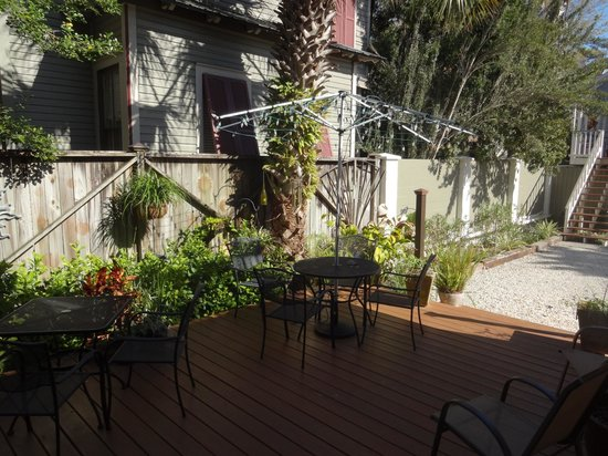 At Journey's End Bed & Breakfast : patio