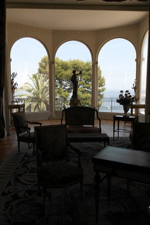 Villa & Jardins Ephrussi de Rothschild: Вид из гостиной на море