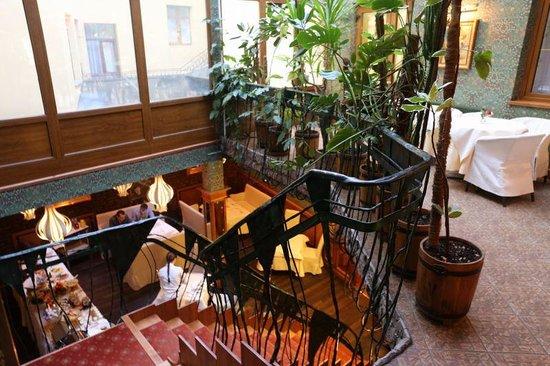 Swiss Hotel: 朝食のレストラン