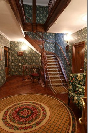 Swiss Hotel: 階段ホール