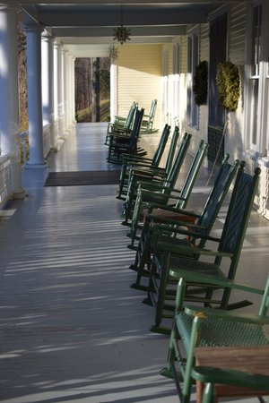 Balsam Mountain Inn & Restaurant: Front Porch