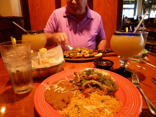 Don Pepper's Mexican Grill and Cantina: our meals large plates, the drinks were huge