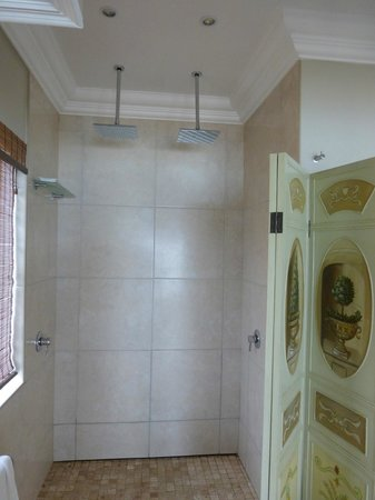 On the Beach Guesthouse, B&B, Apartments: his and hers double shower